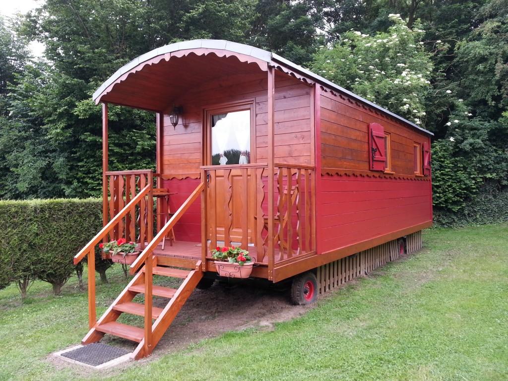 Roulotte 4 personnes avec balcon camping des 3 tilleuls for Camping pas de calais avec piscine couverte